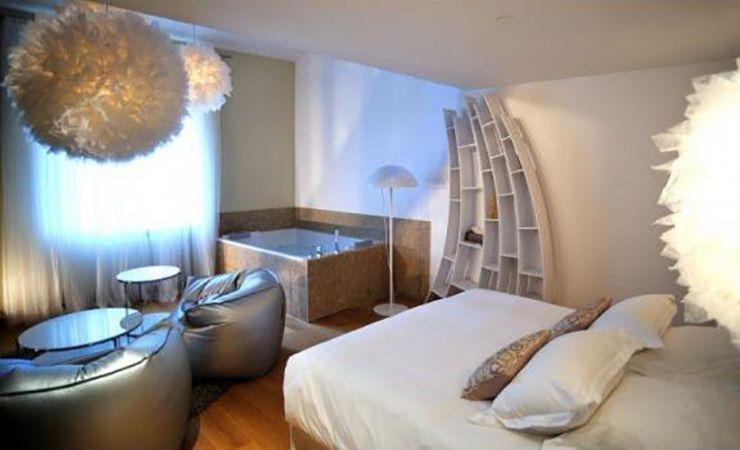 Le Gourguillon Lyon Hotel Et Chambre Avec Jacuzzi Jacuzzi Chambre Week End En Amoureux