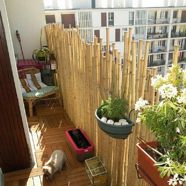 Bambus Balkon Sichtschutz Bambusstangen Sonennschutz Holz Fliesen ... Balkon Pflanzen Blumen Sichtschutz