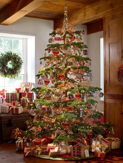Gorgeous tree from Pottery Barn - 2012Is that the Eiffel Tower on