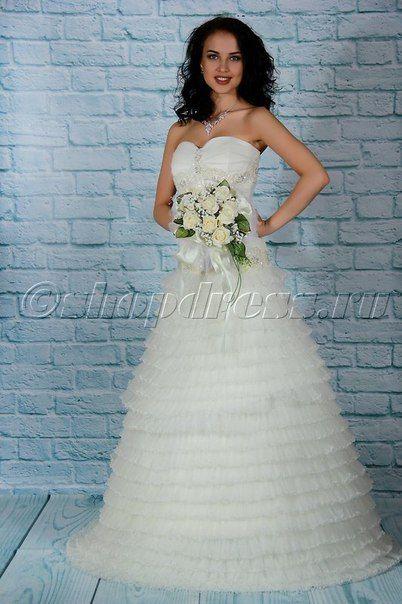 ✨Вы уже распланировали только начавшуюся неделю?✨   Не забудьте оставить время для примерки самых красивых платьев✨  Свадебное платье в наличии с приятной скидкой для самых романтичных невест