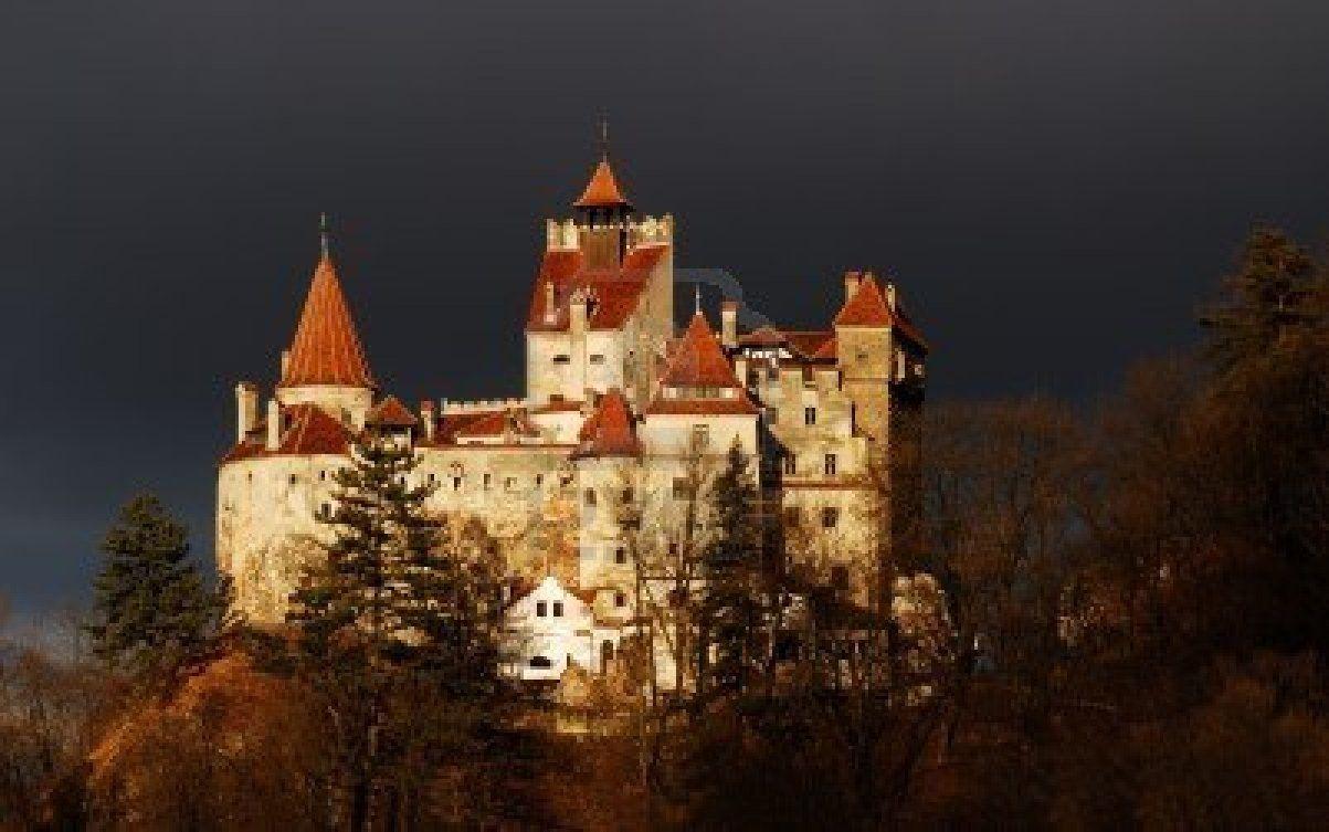 Château de Bran médiéval en Roumanie, connu pour histoire de Dracula Banque d'images