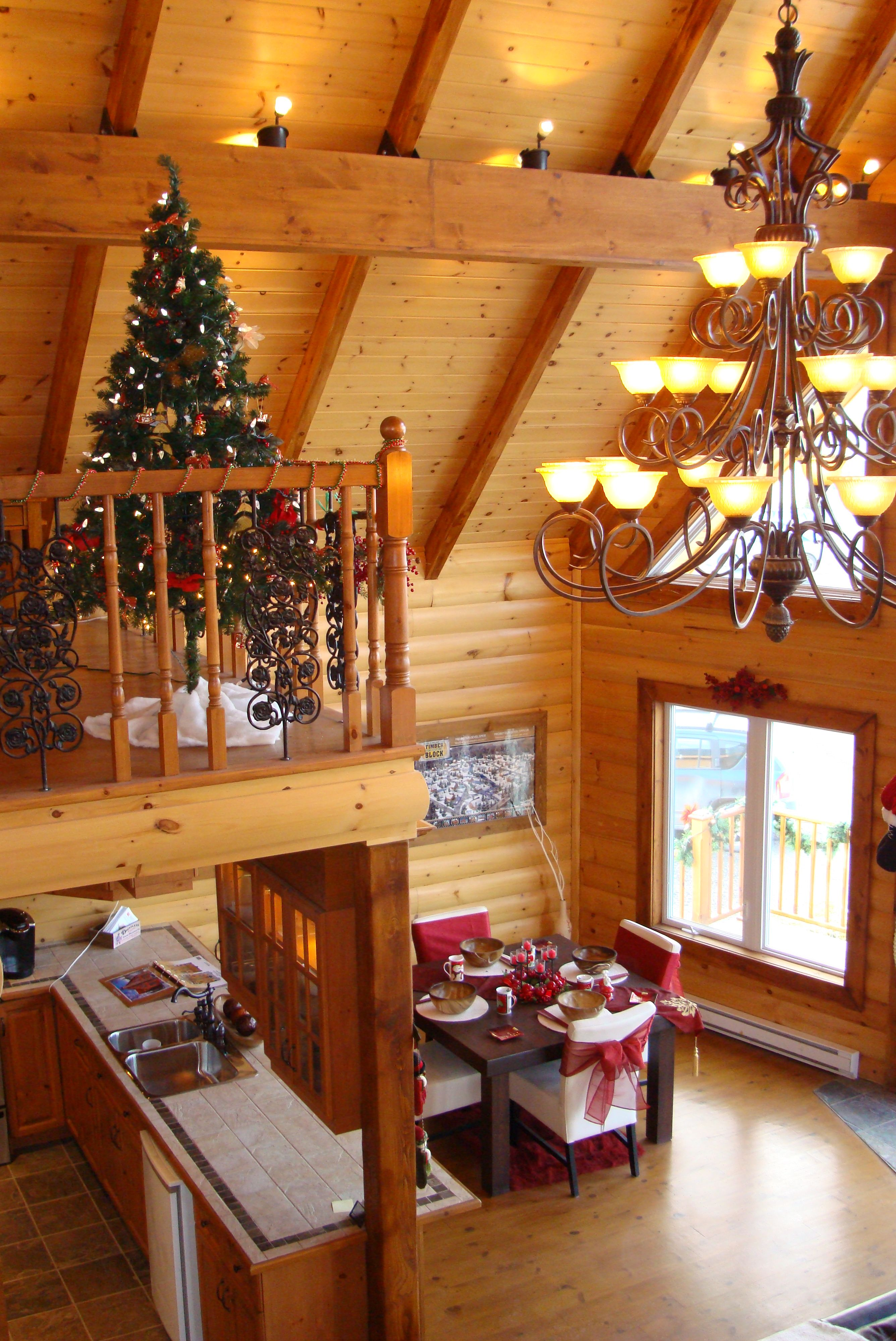 Christmas cabin interior - Everyone Can Agree A Log Home Is Beautiful A Log Home At Christmas Time