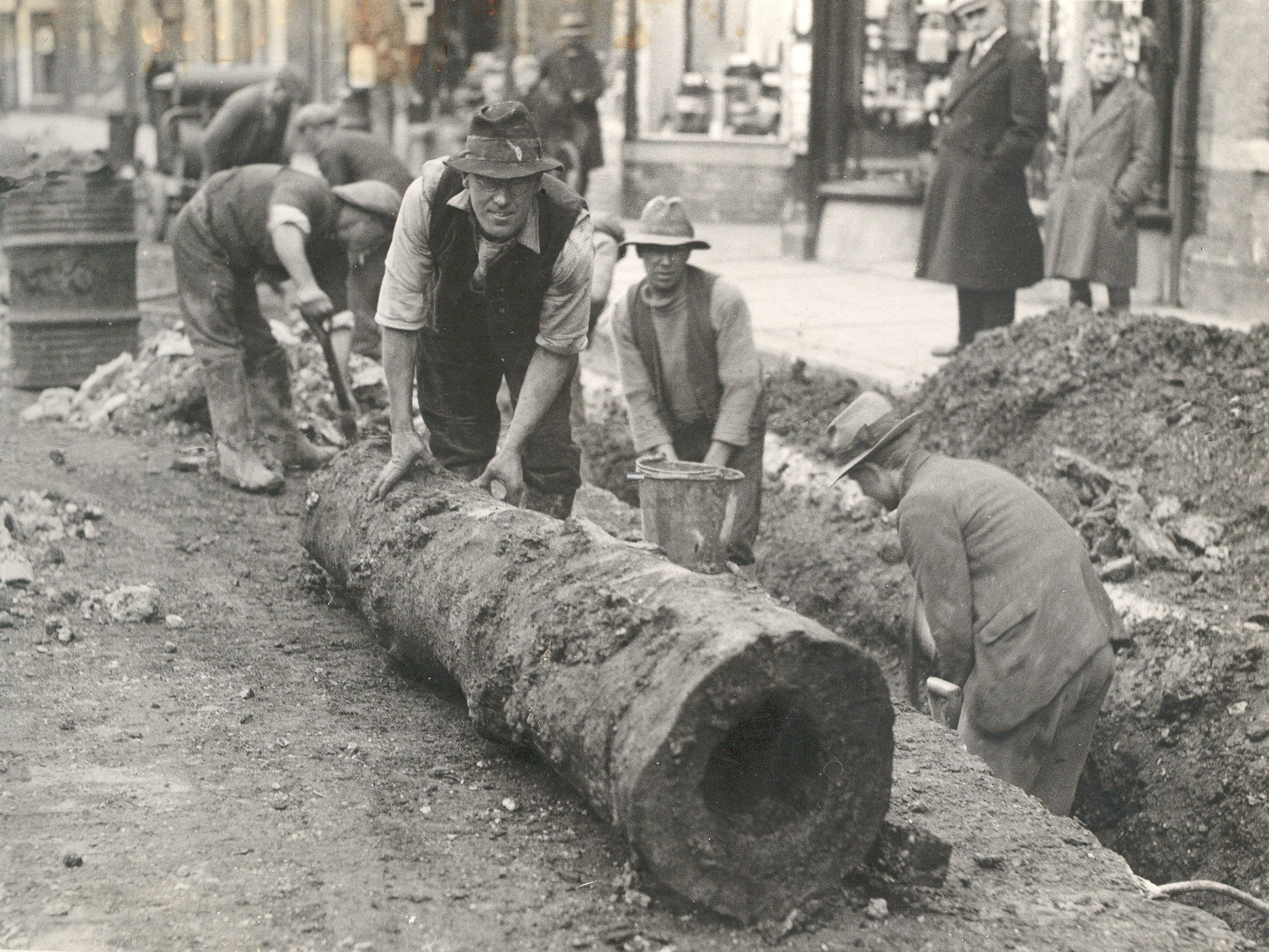 Old elm water pipe uncovered in High Street, Gosport (1936 ...