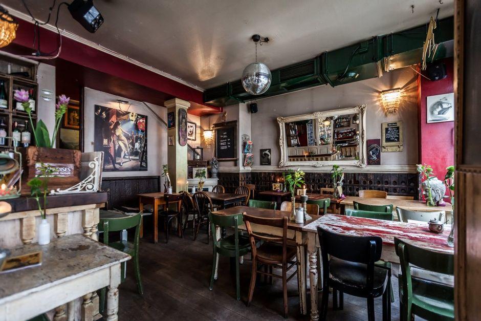 """Düsseldorf. Mitten in der Altstadt: Wein, Flammkuchen, Atmosphäre: Die """"Bar Chérie"""""""