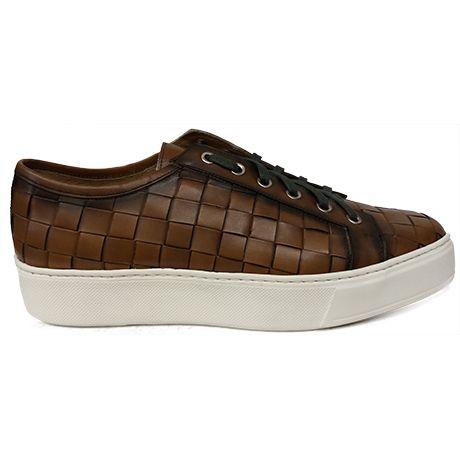 8474 Zapato deportivo tipo bamba en piel trenzada de color marrón de Calce con el piso de goma blanco | Calzados Garrido