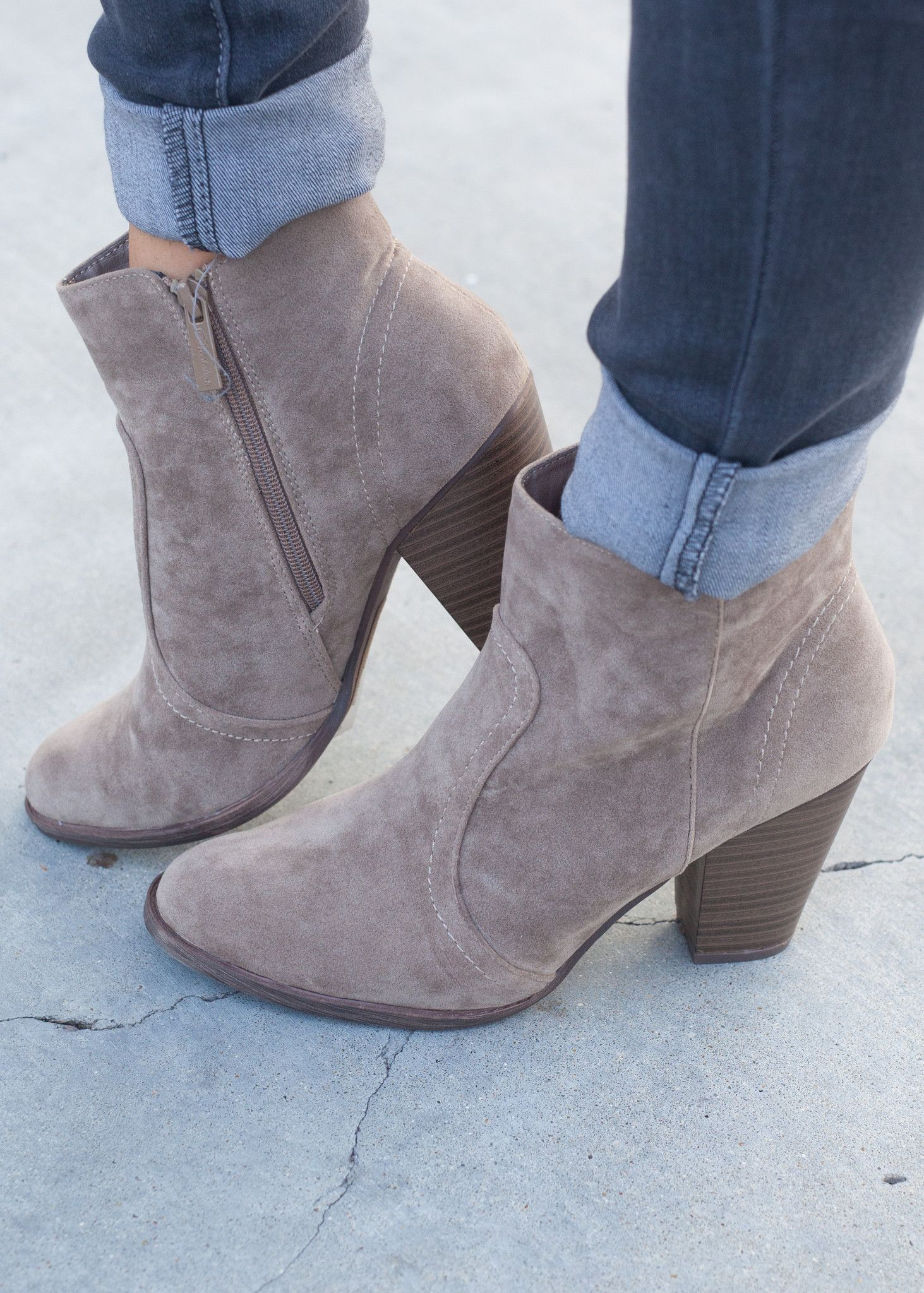 Women's Trendy Stitching Perforated Round Toe Mid Chunky Heel Side Zipper Ankle Boots
