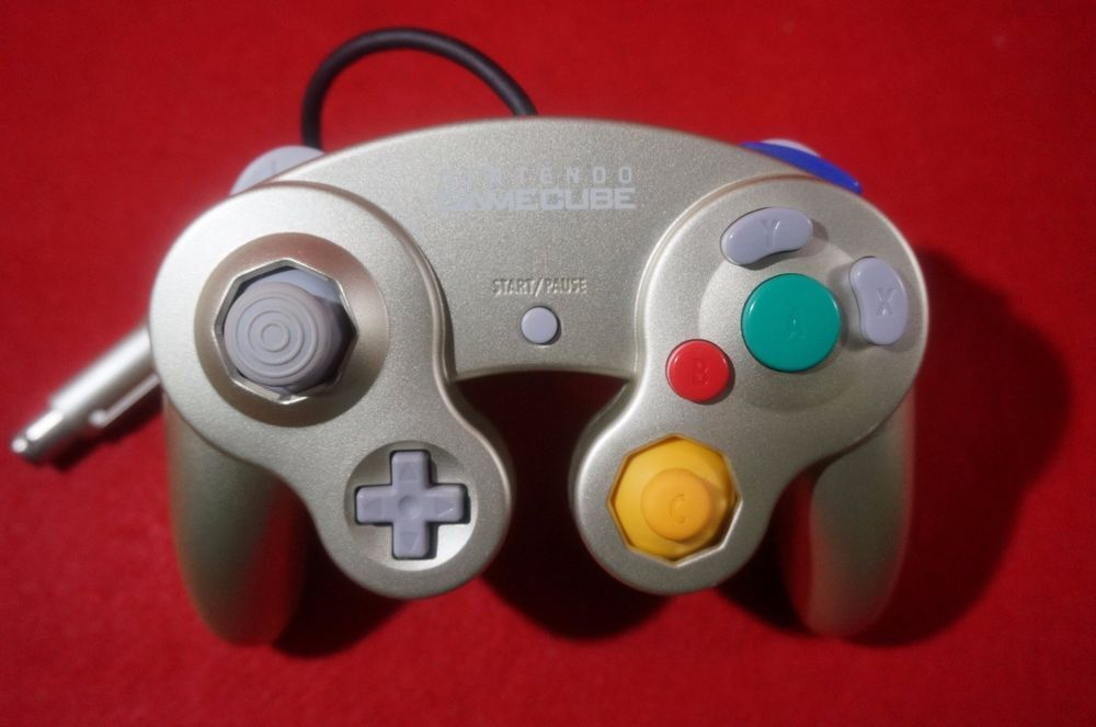 SUPER RARE GAMECUBE Controller DOL-003 Star Light Gold Wii JAPAN Limited  Edition