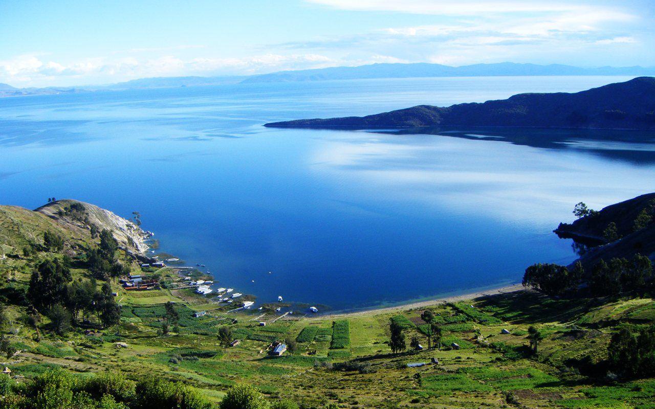 Lago Titicaca, en la frontera entre Perú y Bolivia | Los sitios ...