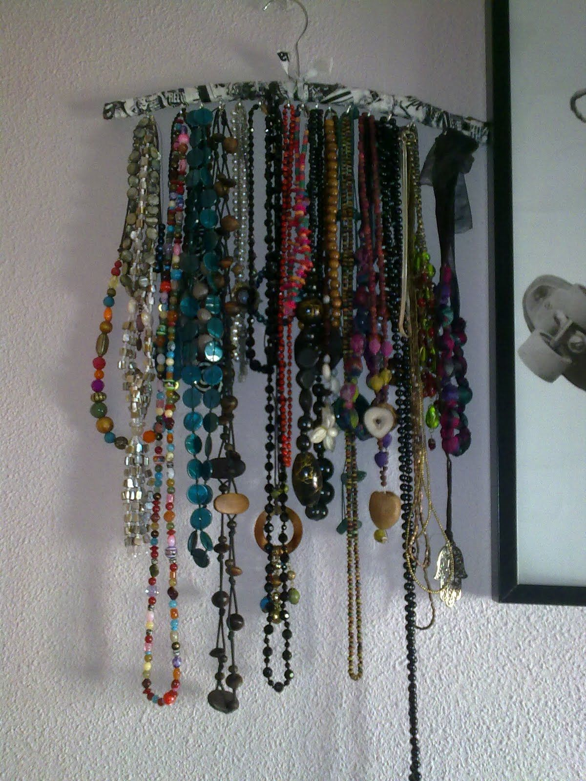 Perchero para collares decoraci n pinterest santa - Como colgar collares ...
