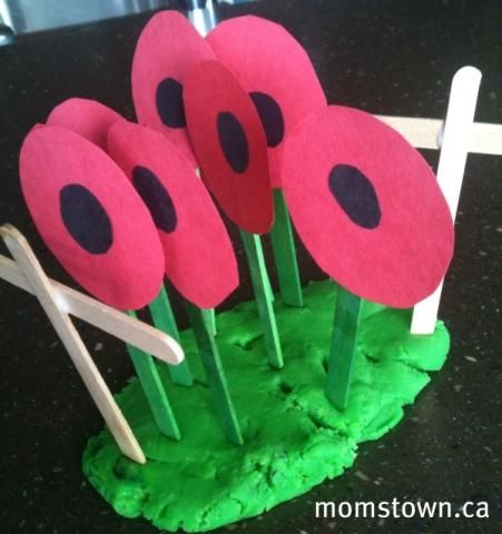 preschool poppy flowers in playdough field #nov11 #poppycraftsforkids