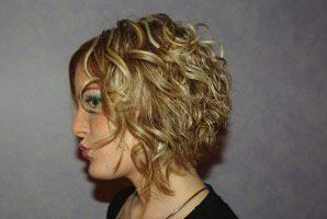 Coiffure Carre Plongeant Sur Cheveux Boucles Loisirs