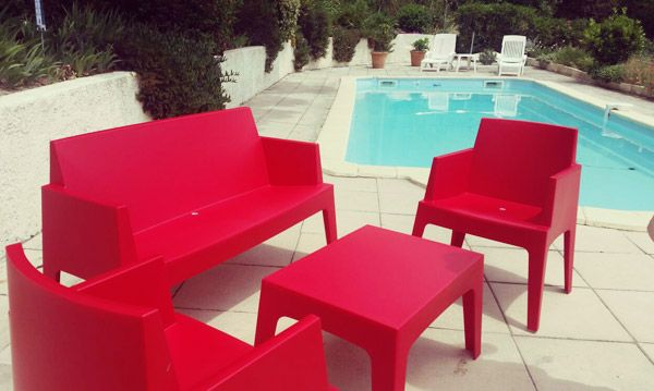 Chaise Design Plemo Rouge En Matiere Plastique