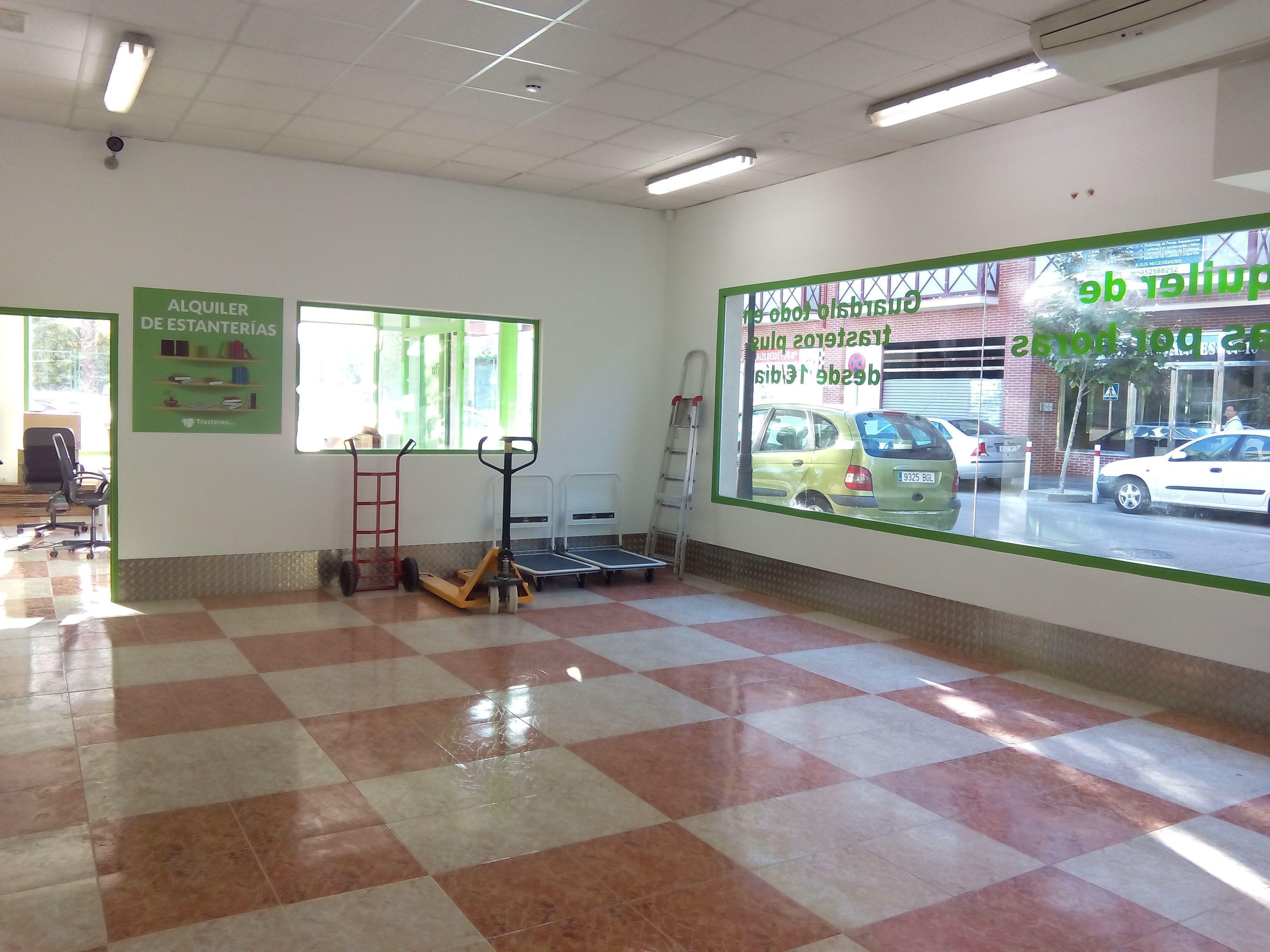 En trasteros plus fuengirola disponemos de carritos traspalets y carretillas para que puedas - Mudanzas en fuengirola ...
