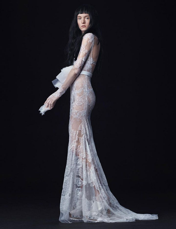 Vera Wang Fall 2016 Wedding Dress | long sleeve lace sheath wedding dress | itakeyou.co.uk #longsleeve #weddingdress #weddingdresses #bridalgown #verawang #bride