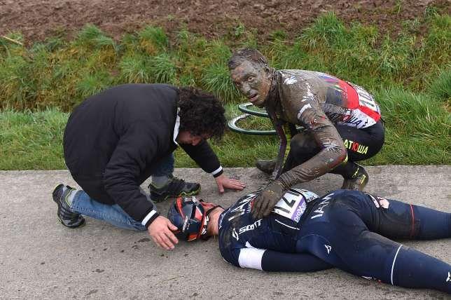 Seigneur und Selig kümmern sich um Aregger nach dessen Horrorsturz.
