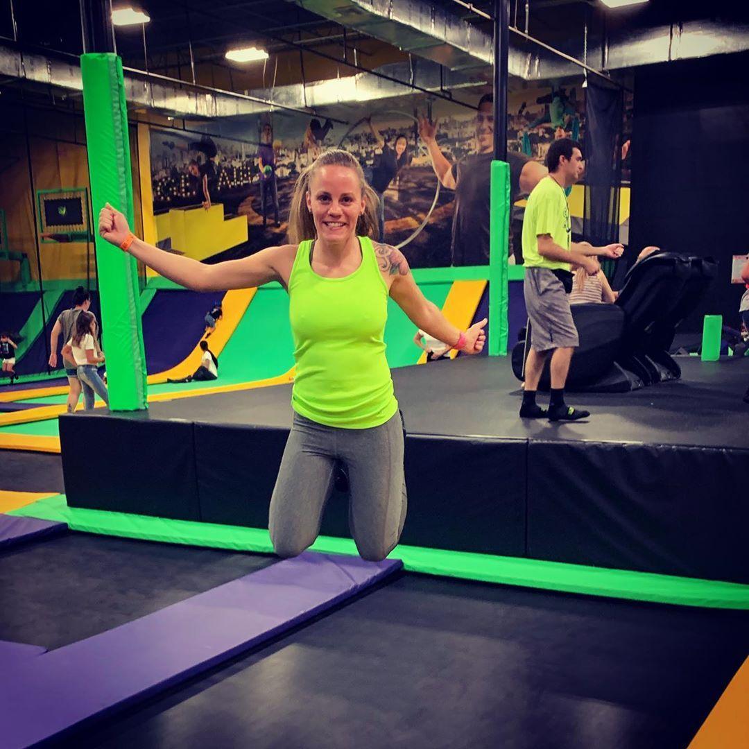 Saturday night cardio! 🤪#cardio #jump #trampolinearena #getair #fitness #fitnessgirl #fitgirl #fitgi...
