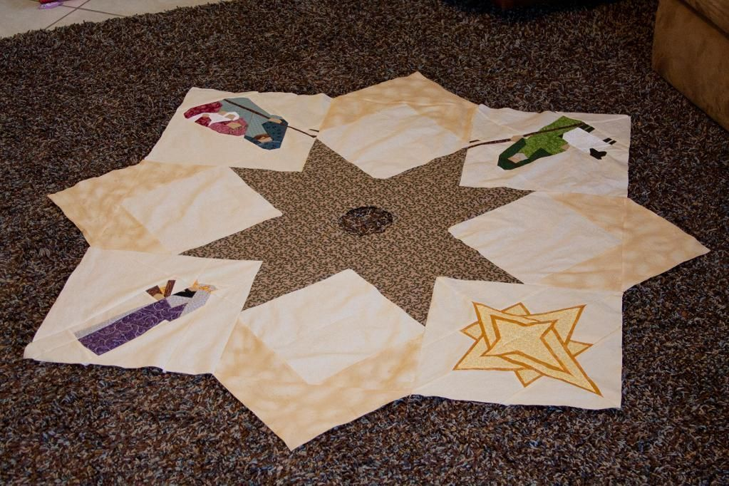 Nativity Tree Skirt Tree skirts, Christmas quilting and Sewing ideas