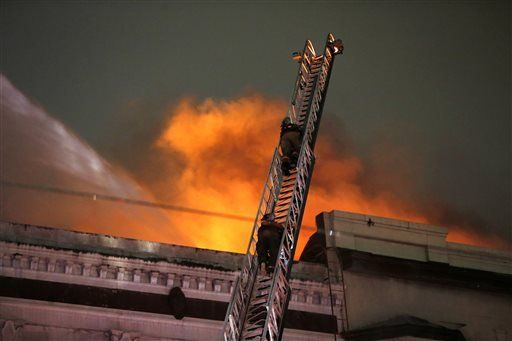 No injuries as fire closes New Orleans' historic Canal St.