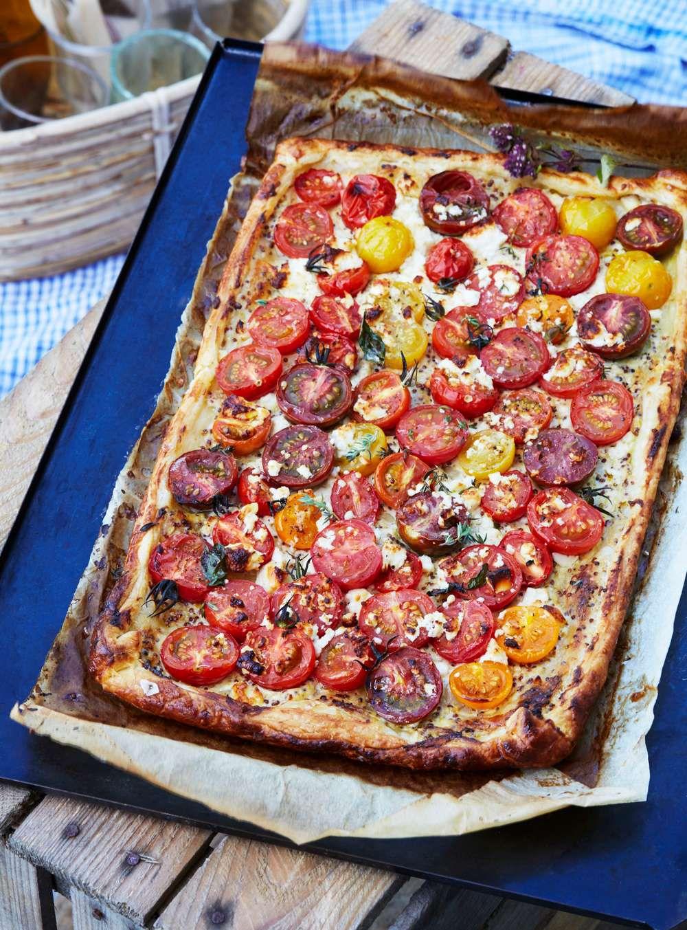 pizza på färdig smördeg