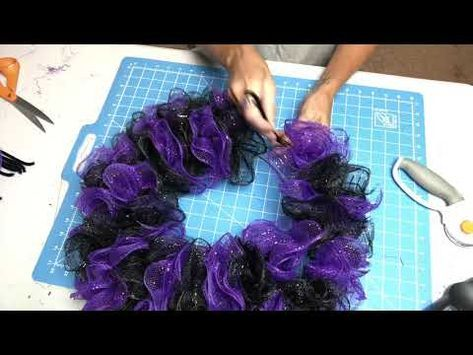 How to make a Dollar tree Halloween wreath #decomeshwreaths