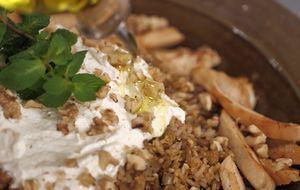 Torta Salgada Pode Ser Servida Com Uma Salada De Folhas Verdes