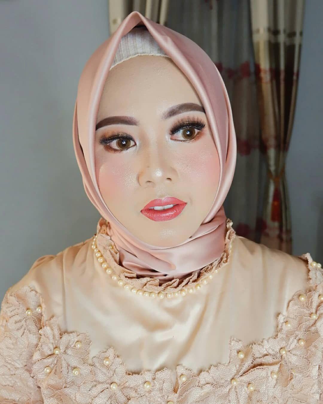Makeup by euismakeup . Info / booking cek bio