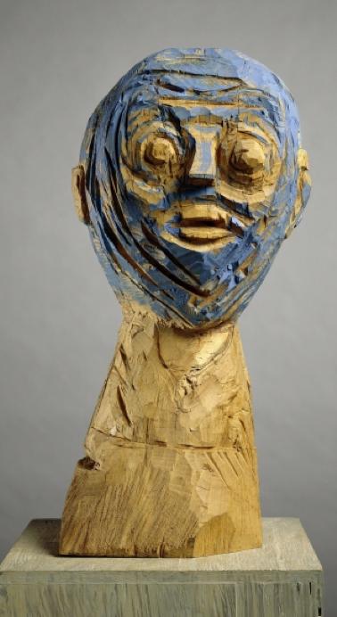 Sculpture by Georg Baselitz, 1984, Blue head 1.III.Kunsthalle Bielefeld. Photo Jochen Littkemann.