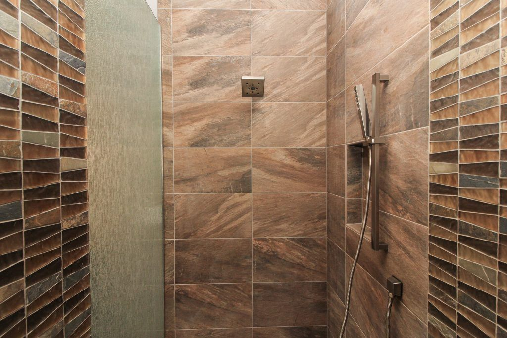 Brown Tiled Shower Walls With Mosaic Tiled Design In 2020 Shower Tile Green Shower Tile Brown Tile Shower