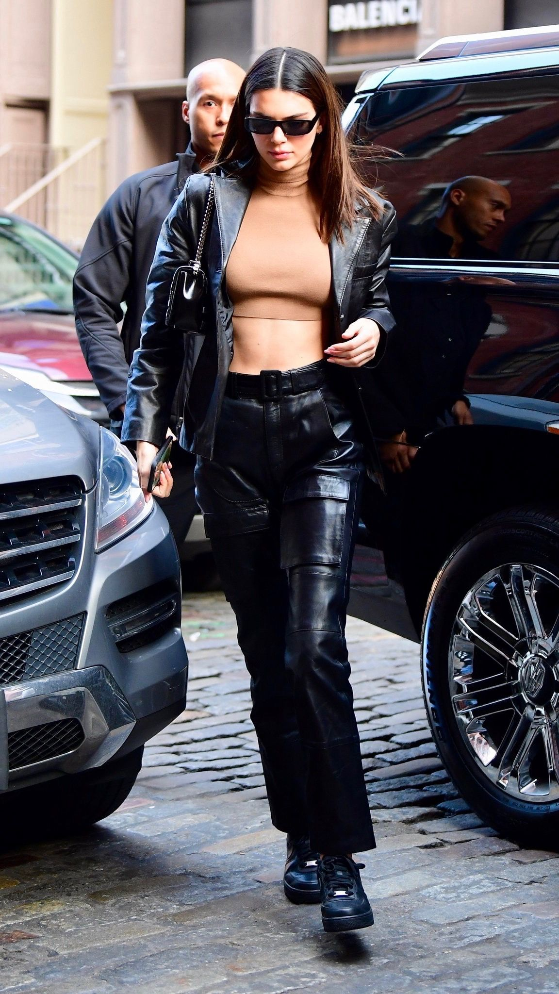 Kendall Outfits On Twitter Kendall Jenner Street Style Kendall Jenner Outfits Jenner Outfits [ 2048 x 1152 Pixel ]