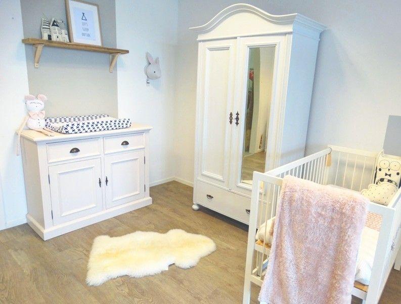 Kledingkast Licht Grijs : Babykamer frisse pracht met commode in zachtroze en kledingkast