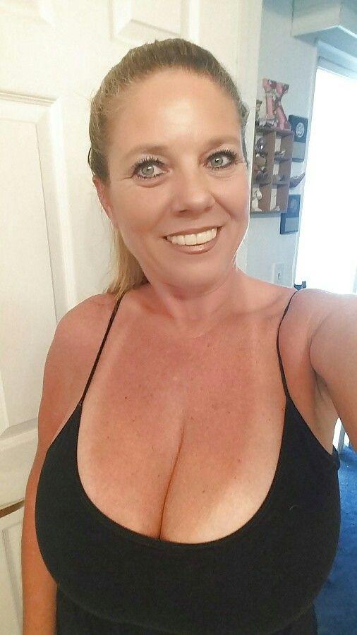 Flirtcom Online Dating Site to Meet Flirty Singles