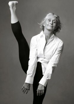 """twyla tharp. she said: """"if you've done enough falls, you know exactly what to do when you hit the ground."""" she goes to the gym for two hours every day. she's 70."""