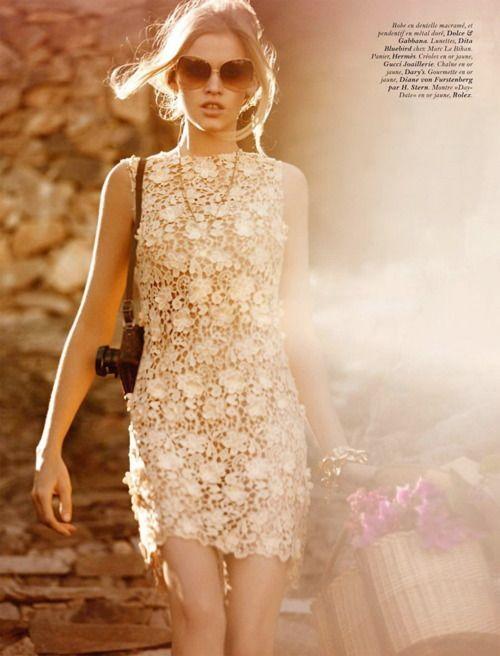 dolcegabbana:    Lara Stone in Dolce & Gabbana on Vogue Paris, March 2012