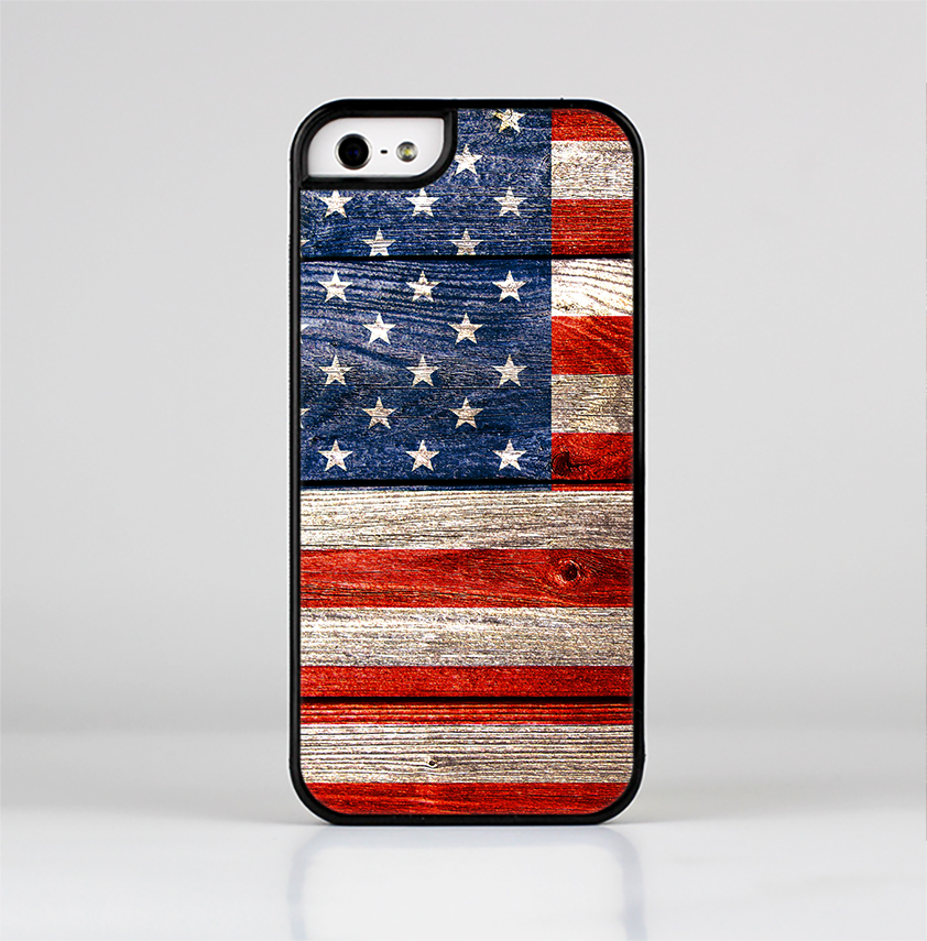 The Wooden Grungy American Flag Skin-Sert for the Apple iPhone 5-5s Skin-Sert Case
