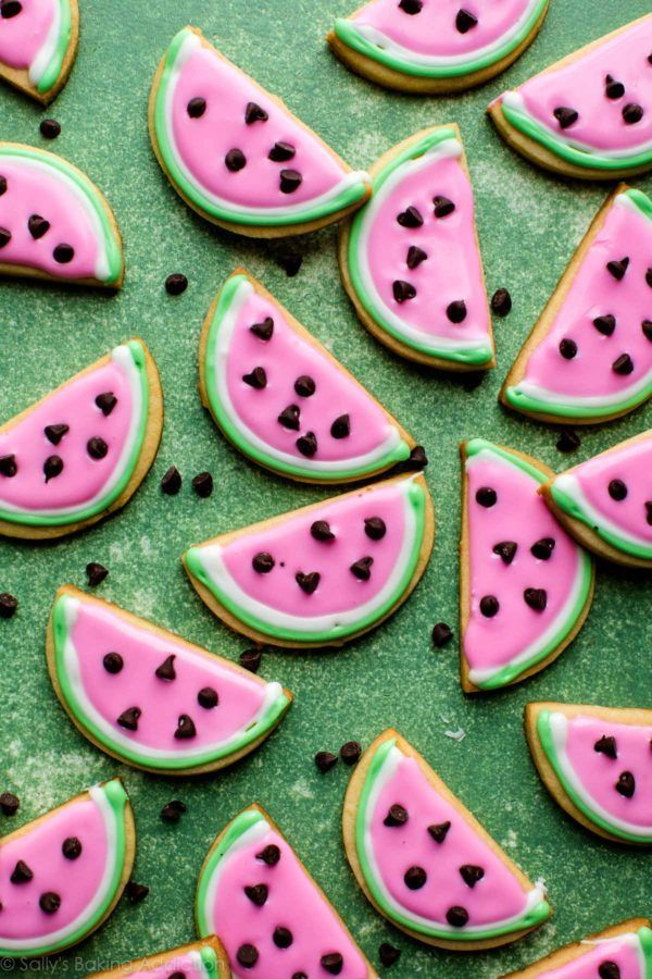 How to make adorable watermelon sugar cookies with easy royal icing decoration! Recipe on  How to make adorable watermelon sugar cookies with easy royal icing decoration! Recipe on