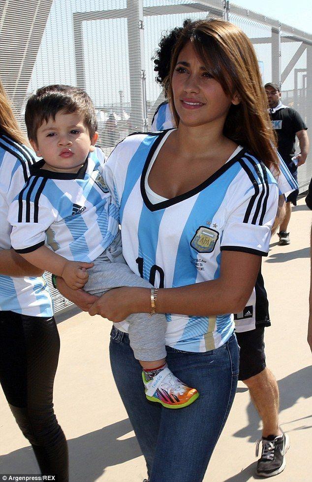 Pele And His Girlfriend Marcia Cibele Aoki Attend The 2014 Fifa World Cup Brazil Final Match Between Football Girls Julian Draxler Football Relationship Goals