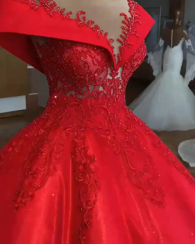 Abendkleider Lang Rot sind sehr beliebt bei viel Frau. So daa rotes Abendkleid. Das Kleid ist aus Organza und mit Prinzessin Silhouette. Perlenstickerei sind ganz das Abendkleides. Schulterfreis Ausschnitt seht es sehr schön. Rücken des Abendkleides wird im Reißverschluss zum Schließen. Wenn Sie es tragen, dann werden Sie Echte prinzessin sein. Das Kleid können Sie auch einen Reifrock bekommen.