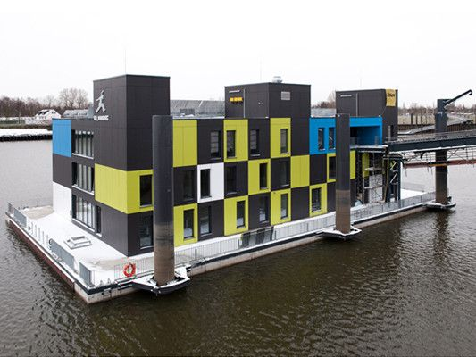 Swimming House with thermal enviroment in Hamburg