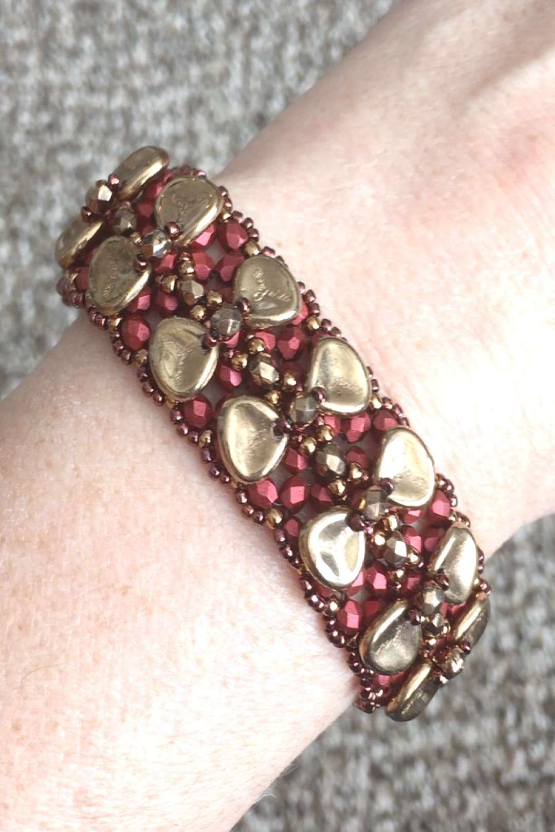 Here is a closeup of my new Tuxedo Bracelet in red and gold. All