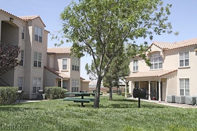 Colinas Del Sol 945 South Mesa Hills Drive El Paso Tx 79912 Rent Com Rental Apartments House Styles Apartments For Rent