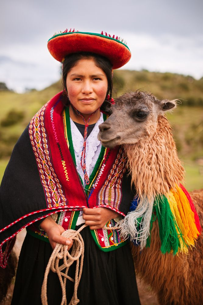 Peruvian Woman In Traditional Clothes With A Llama Travel In The Sacred Valley Peru Peruvian Women Peruvian Clothing Inca