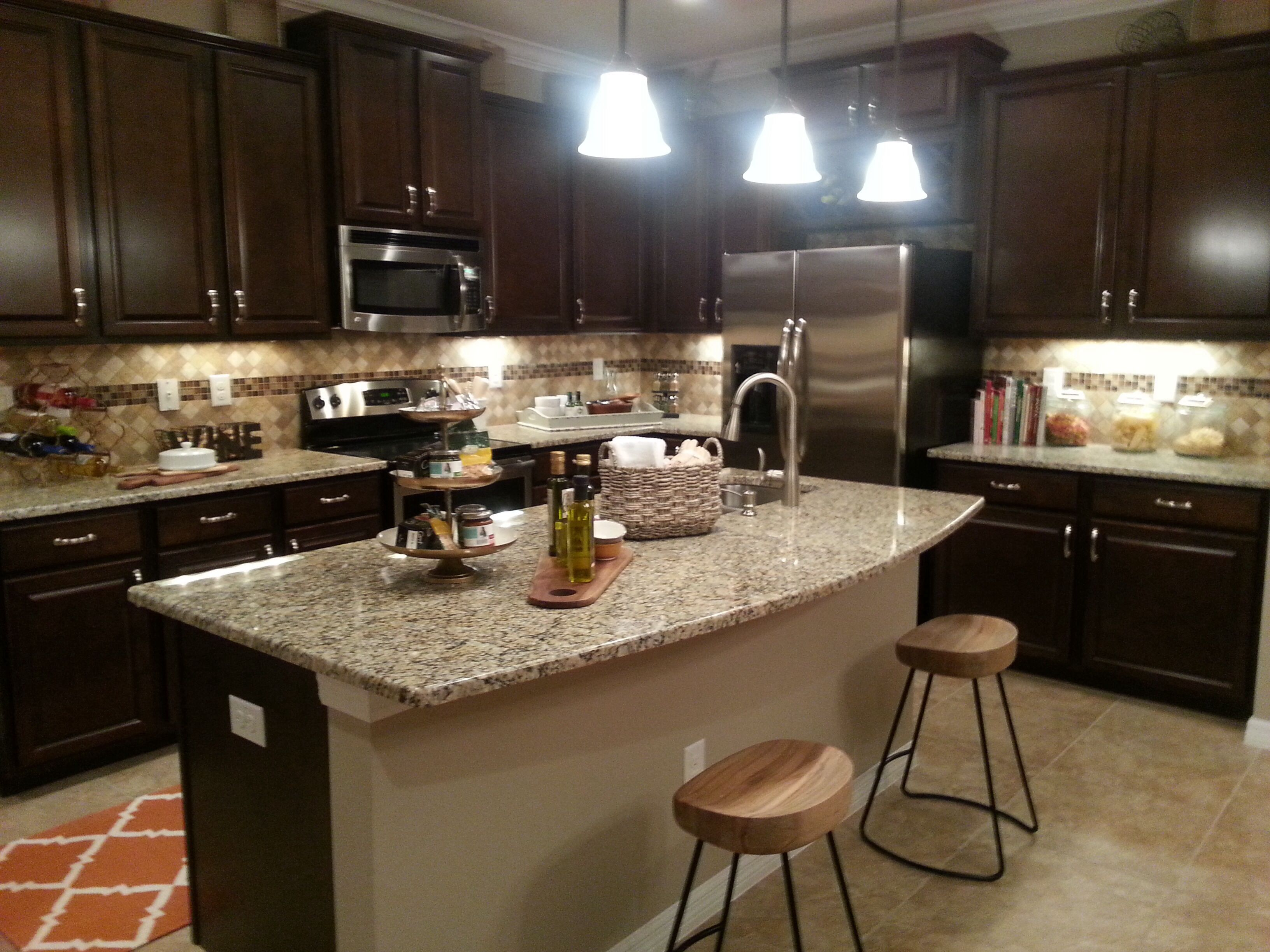 Gorgeous kitchen in D-R Horton\'s new town homes in Riverview ...