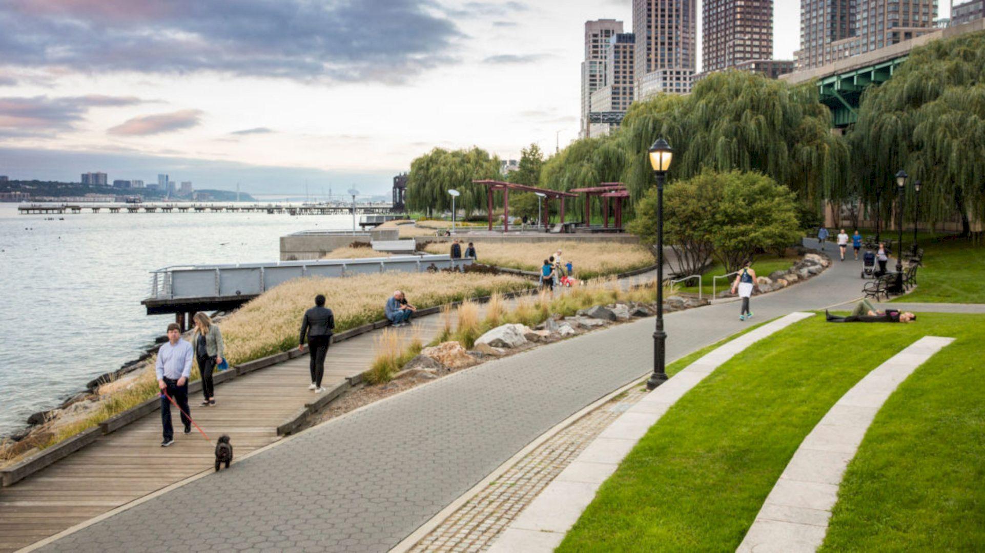 Riverside Park South A Massive Park On The Scenic Hudson River Shoreline Riverside Park Riverside Park Landscape