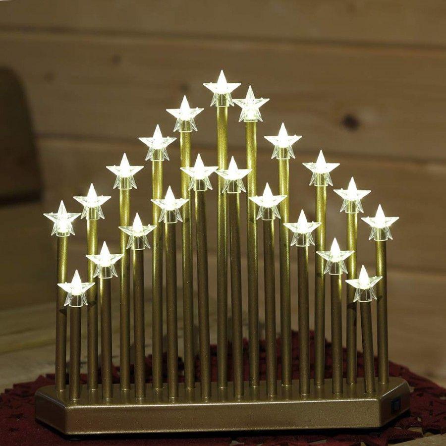 Der goldfarbene weihnachtsleuchter aus metall hat 21 led - Fensterbeleuchtung weihnachten ...