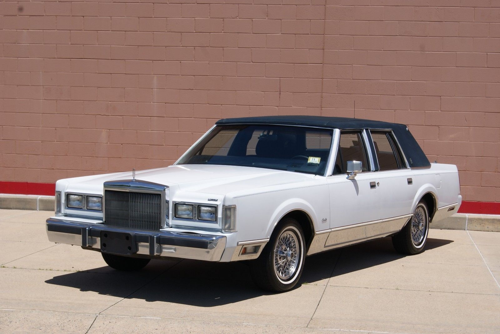 Ebay 1988 Lincoln Town Car Signature Series 1988 Lincoln Town Car Only 19 000 Original Miles 1 Owner Classic Classic Lincoln Town Car Car Lincoln Cars