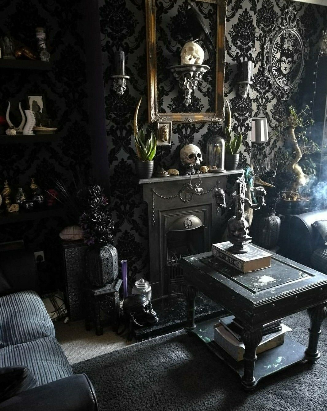 halloween style gothic glam living room death s. Black Bedroom Furniture Sets. Home Design Ideas