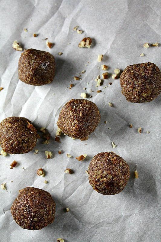 Flourless Cinnamon Pecan Cookies paleo snacks