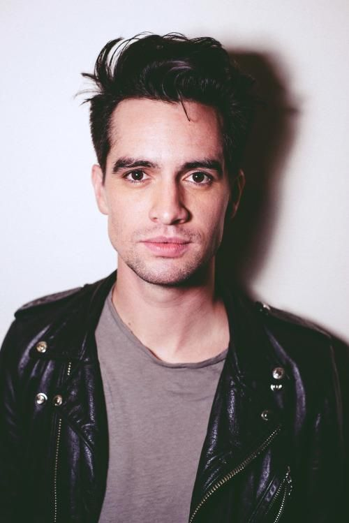 Fall Out Boy And Panic At The Disco Wallpaper Pin By Lulu On Brendon Urie Brendon Urie Pretty People