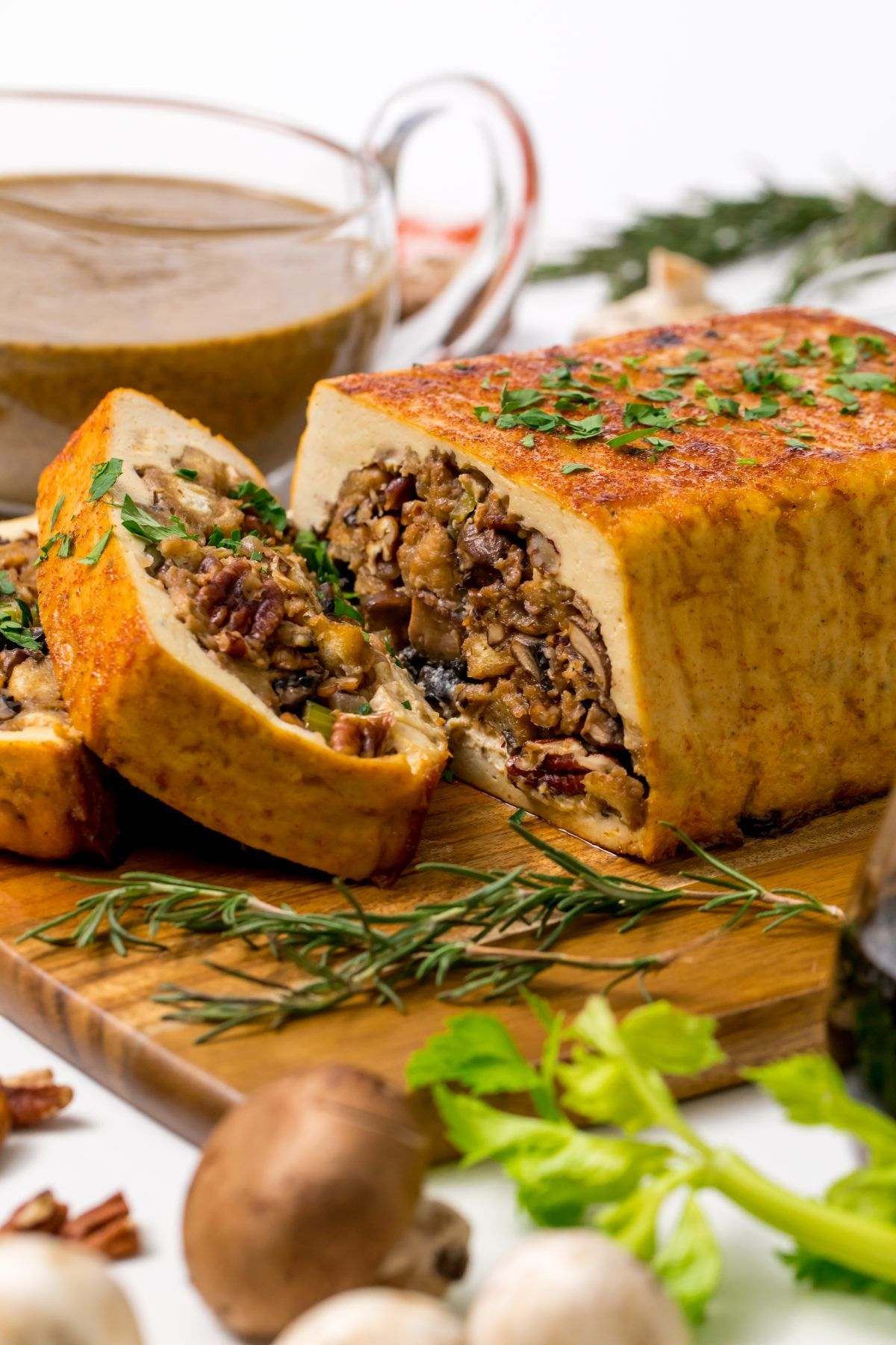 Vegans Rejoice A Tofurky With Mushroom Stuffing And Gravy Is All You Need For A Perfect Thanksgiving Dinner Recipe Tofurky Vegan Thanksgiving Vegan Thanksgiving Dinner