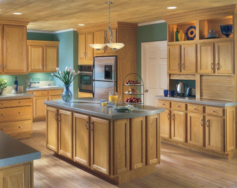 Benton: Honey | Oak kitchen cabinets, Chestnut kitchen ...
